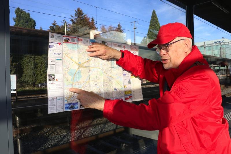 Nikolaus Wyss mit Schlierens Stadtplan