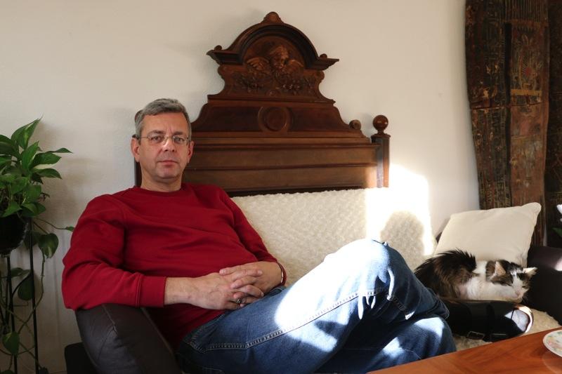 Rolf Wegmüller in seiner Wohnung